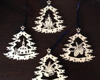 Weihnachten lasergeschnittenes Holzornamente, Kirche. Satz von zwei traditionellen deutschen Baum Christbaumkugel, hergestellt in Deutschland