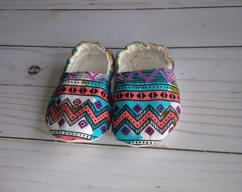 Crib shoes, baby shoes, baby girl shoes, soft soled baby shoes, baby moccs, fabric baby shoes, girl crib shoes, girl booties, baby booties