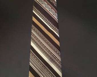 Vintage 1970s men's necktie by Sears excellent condition