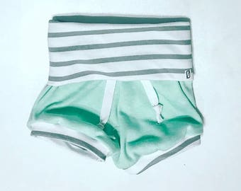 GIRL SHORTS / baby girl shorts / toddler girl shorts / cute baby clothes / green / beach shorties / shorties / baby clothing / shorts / baby