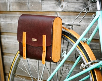 Bike bag leather and wood. Vegtanned leather, color chocolate and fawn, side beech and brass fittings.bike equipment.