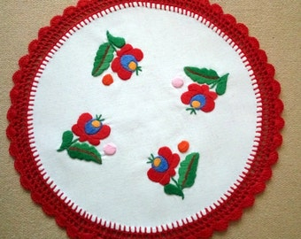 Hand embroidered Hungarian, Matyo doily with hand crocheted borders (MKDOI-TR-307)
