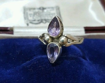 Vintage 925 sterling silver ring with amethyst teardrops, size l