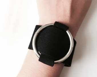 Leather bracelet with circle