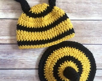 Newborn Crochet Bumble Bee hat and bottom cover set - newborn photo prop - 0 to 3 months - crochet photo prop - tushie cover - beanie