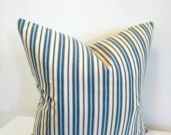 Striped Cottage pillow, blue, ivory and Navy Striped pillow cover, blue, Ivory, navy stripped pillow cover, beach house decor, cottage decor