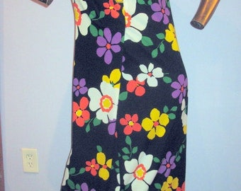 vintage 70s floral dress ,sweet and flirty poly knit dress sz med