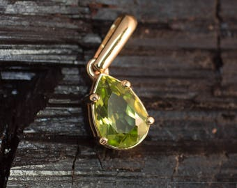 Pendant made of 585 gold with Peridot or Topaz