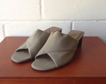 Vintage 90s olive peep toe sandal heels / Liz Claiborne / 8