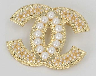 Elegant Faux White Pearl Brooch Gold Tone Brooch letter buckle Designer inspiration style Wedding Bridal Brooch Pins