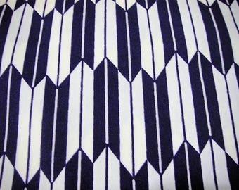 332: Vintage woman's kimono/casual/wool fabric/material/handmade/japan/arrow pattern/purple/white/KOMON