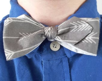 Reversible Grey and Arrow Pattern Bow Tie