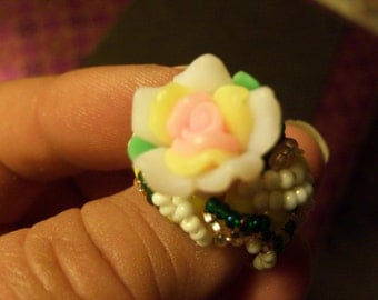 Beaded flower ring, yellow, pink, white, green- size 9.5