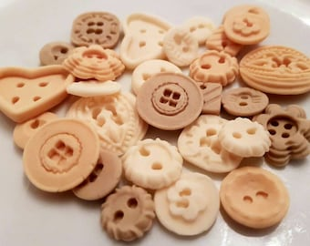 30 Edible Sugar Buttons Natural Colours Birthday Wedding Baby Shower Party Cupcake Cake Toppers