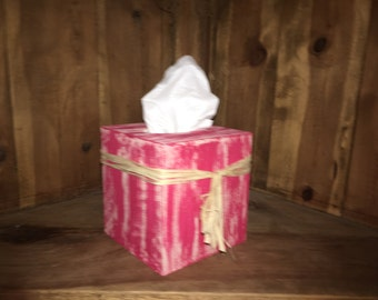 This wood tissue box cover is the perfect gift for that country loving person who has everything.