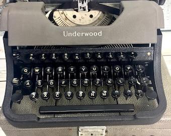 Vintage 1940s Underwood Leader Typewriter With Case