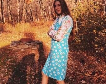 60's handmade sleeveless shift dress with daisy print and soft cotton.