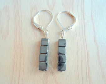 Earring in hematite. Jewelry vintage in excellent condition.