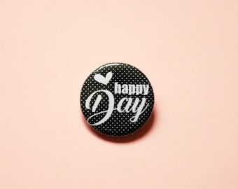 """Round badge """"Happy Day"""", illustrated by pretty Mess. Long of mode & Co"""