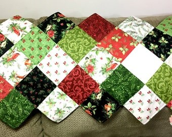 Christmas Quilted Table Runner - ZigZag Table Runner - Songbird Table Runner - Maywood Studio Fabric - Cardinals - Christmas Quilted Decor