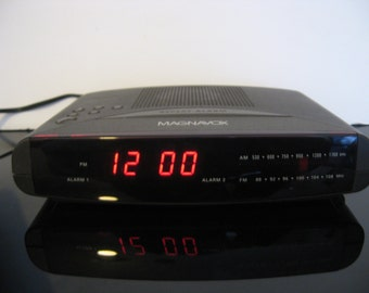 Vintage Magnavox AM/FM Dual Clock Radio Model AJ3240