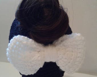 messy bun / ponytail hat with bow  , crocheted ponytail hat with bow  , ladies messy bun ponytail hat  , teens ponytail messy bun hat  .