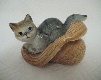 RESERVED FOR NATIKA Grey Tabby Cat in a Straw Hat / Ceramic Figurine / Vintage