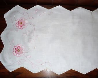 ONE)  Embroidered Table Runner.  Embroidered Dresser Scarf.  Pinks.