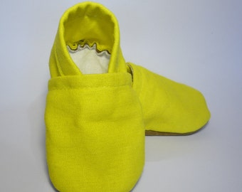 Yellow baby shoes, yellow baby booties, linen baby booties, yellow soft sole shoes, toddler shoes, girl baby booties, boy baby shoes