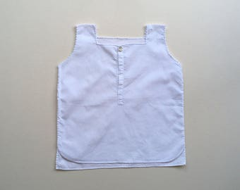 White baby top with a scallop trim - 6/12m