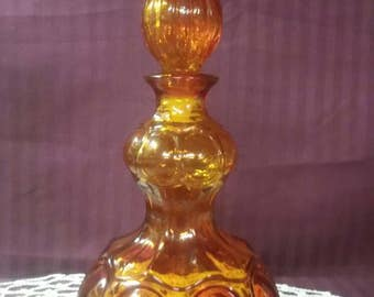 Mid century amber glass decanter with stopper, urn.