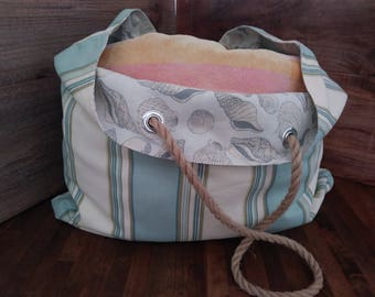 Stripes and sea shells beach bag with rope handles