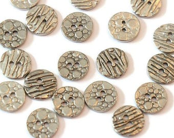 Piece of Tin button textured reversible two holes LoB-138 (20 pieces)