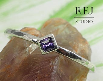 Kite Lab Amethyst Hammered Silver Ring, Princess Cut 2x2 mm Square Purple CZ Promise Ring, February Gemstone Rhombus Stacking Solitaire Ring