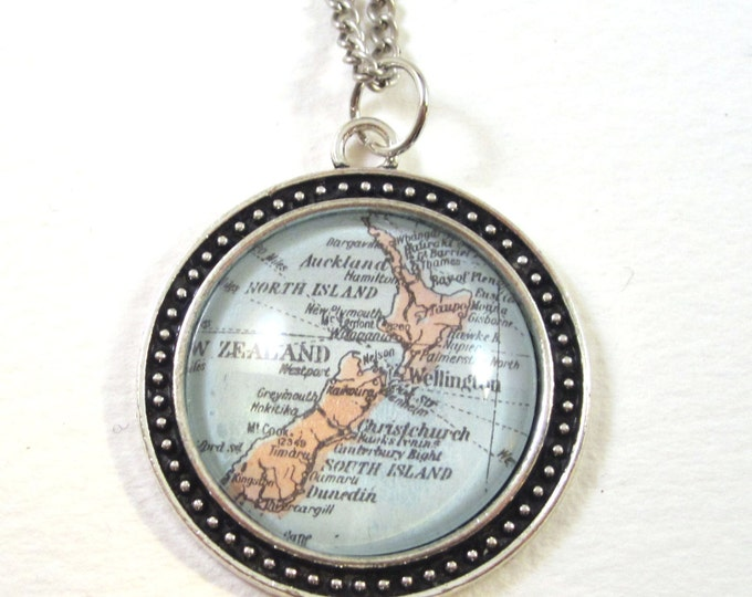 World map necklace - Australia variations 30 mm