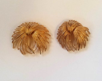 Lot of 2 Vintage Monet Pins, Gold Monet Brooch, Gold Pin, Vintage Monet, Monet Jewelry, Gold Monet, Gold Jewelry, Accessories, Gifts for Her