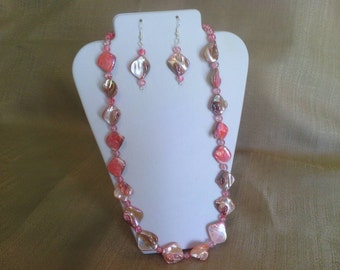 290 Beautiful Bubblegum Pink Irregular Shaped Mother of Pearl Diamond Luster Shell Beads Beaded Necklace