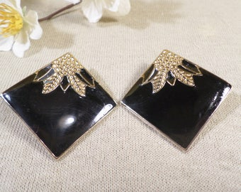 Lovely Vintage Pair Of Gold Tone And Black Enamel Clip On Earrings  DL#79