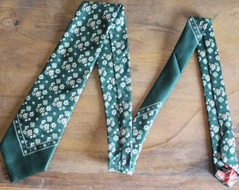 Father's Day Tie, Vintage Men's Tie, Forest Green with a repeating Floral Pattern, 1970s Wide Necktie, Retro