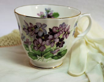 Tea Cup Duchess Fine Bone China Tea Cup with Violets  -  Made in England - Gold trim - Very good condition