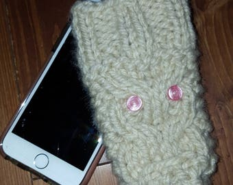 Beige wool iphone case with owl motif