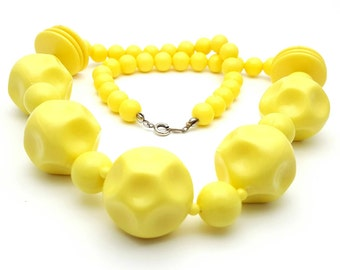 Chunky Beaded Wheat Yellow Necklace Vintage from the 70s Retro Large Acrylic Beads Hard Plastic Spring ring clasp Statement piece Funky Fun