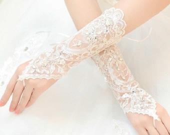 Beautiful Bridal White Fingerless Rhinestone Lace Short Bridal Wedding Gloves (One Size)