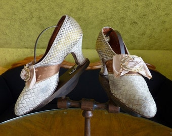 Silver Metallic Lamé Shoes with Silk Bows, antique shoes, 1920s