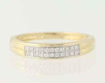 Elegant solid gold 14 K 585/1000 ring set with diamonds if/F-G
