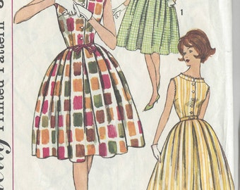 "1950s Vintage Sewing Pattern DRESS B34"" (R523) Simplicity 3912"