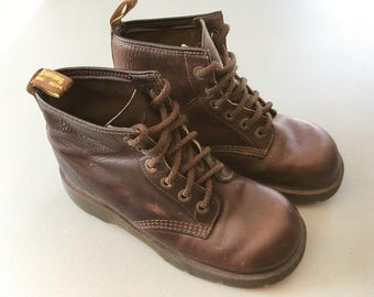 Dr Martens 8433 Brown Air Wair Ankle Boots US Sz 6 - Six eyelet Style - Leather