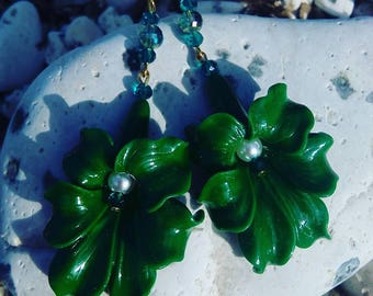 Resin flower Lily earrings