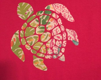 Sea Turtle Shirt applied with heat transfer vinyl. This sea turtle decal made of vinyl and applied to a t shirt is a great womens gift.