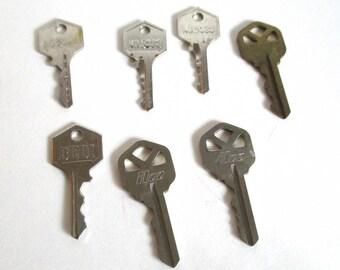 Mixed Media Art Keys, Keys for Crafting, Jewelry Making Keys, Silvertone Keys, Door Keys, Vintage Keys 204